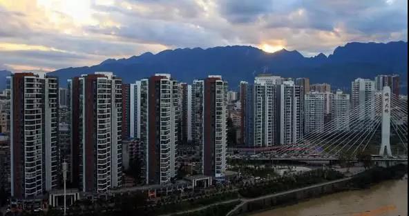 恩施发文稳房价背后:三四线城市开始担心财政收入与经济增长.jpg
