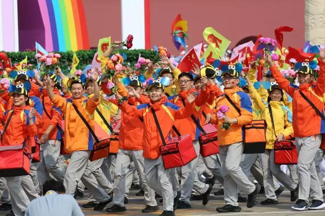 新中国成立70周年大阅兵纪实:美好生活从奋斗中来