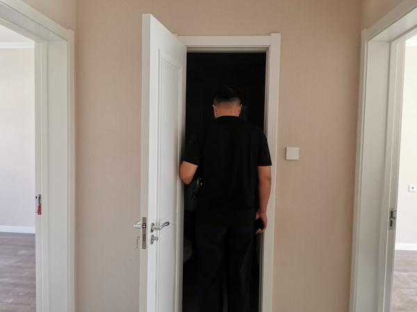 洗手间门太窄-2.jpg