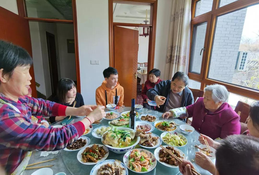 """""""一辈子都会记住这个特殊的牛年春节""""——护工子女北京过年纪实"""